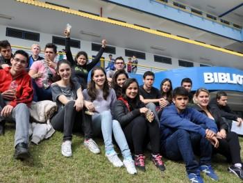 Foto alunos no campus