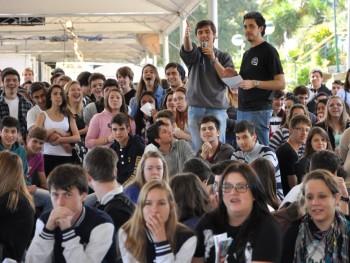 Foto brincadeiras com alunos