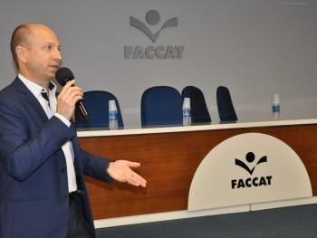 Roberto da Receita Federal falando