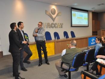Roberto Morais com os palestrantes