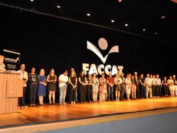 Foto dos alunos da revista Universo Acadêmico