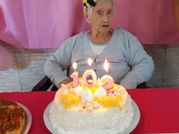 Dona Florisbela comemorando seu aniversário neste ano