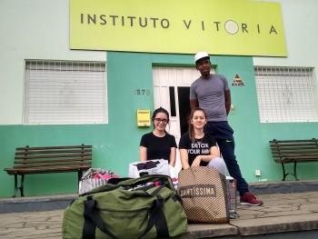 Acadêmicos entregam donativos no Instituto Vitória