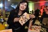 Roseli Santos com seu livro